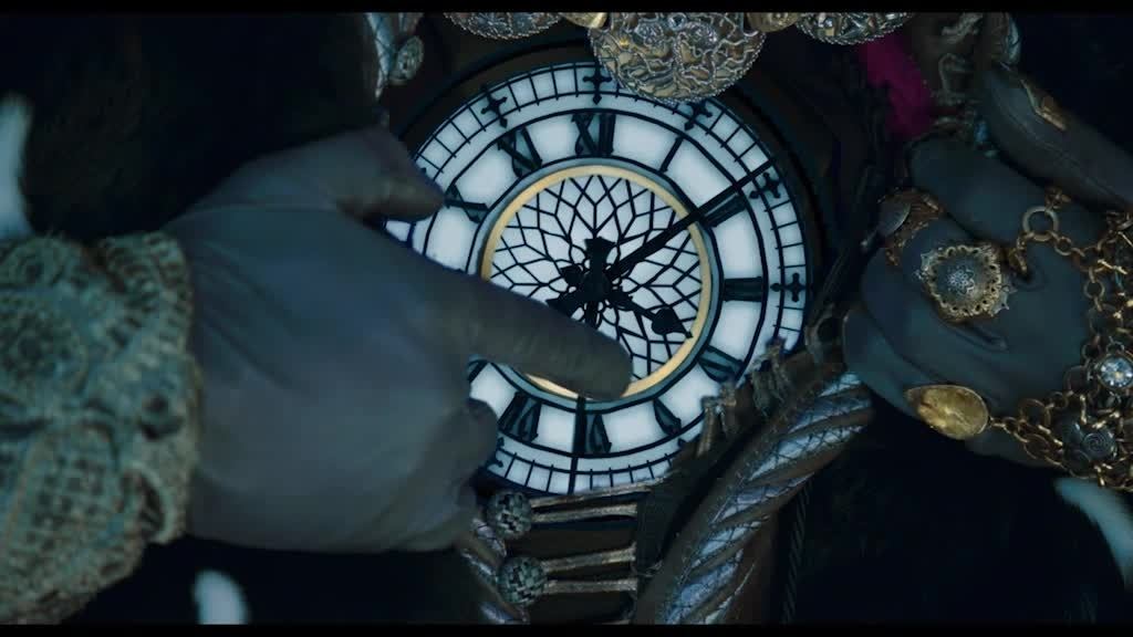 Alice de l'autre côté du miroir - l'heure change !
