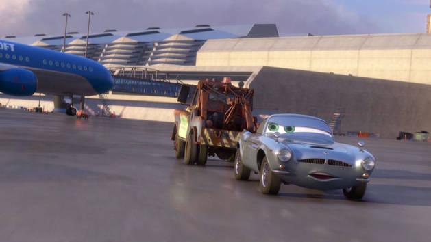 Cars 2 - Extrait - Course-poursuite sur le tarmac