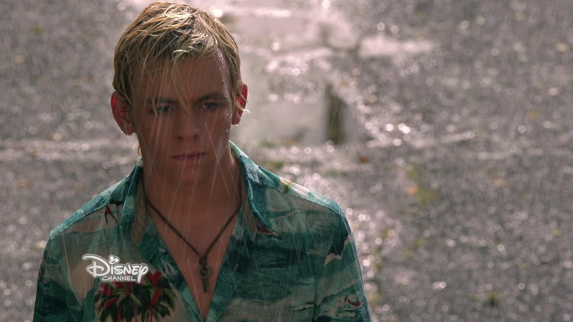 "Teen Beach 2 - Clip ""On My Own"""