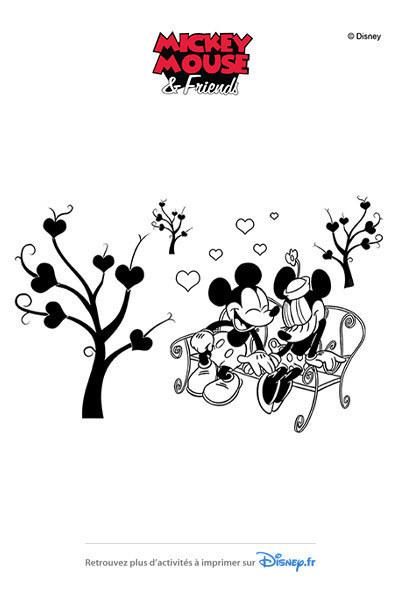 Coloriage Mickey et Minnie sur un banc